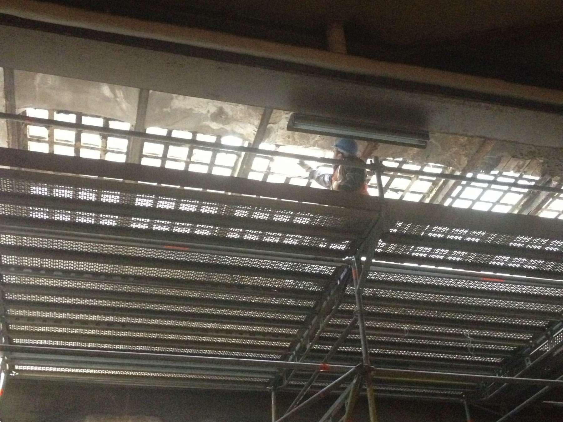 Reconstrucción forjado rehabilitación de edificio de uso mixto en Arganzuela, Madrid