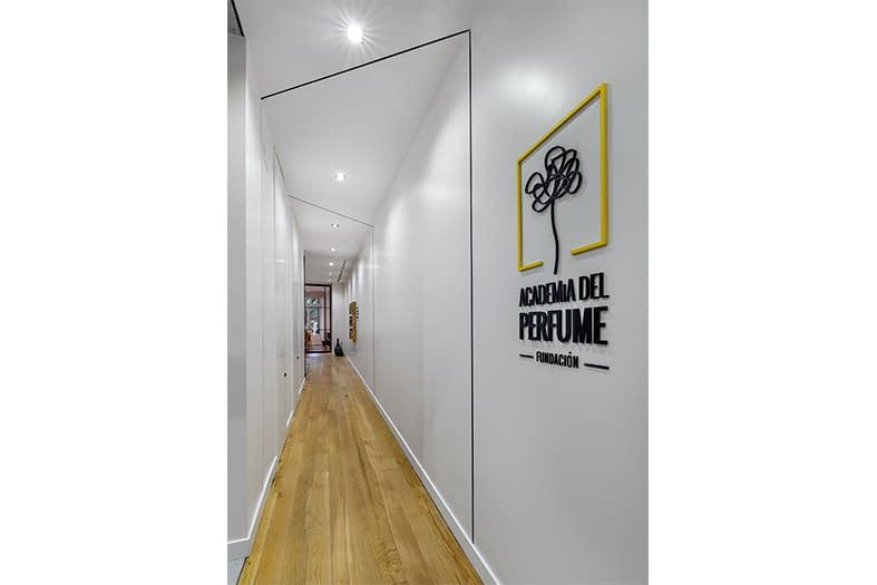 Diseño, reforma e implantación de oficinas para asociación de perfumería en Barrio de Chueca, Madrid (17)