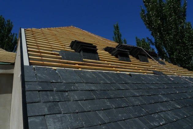 , Construction details of home projects. Roof repairs