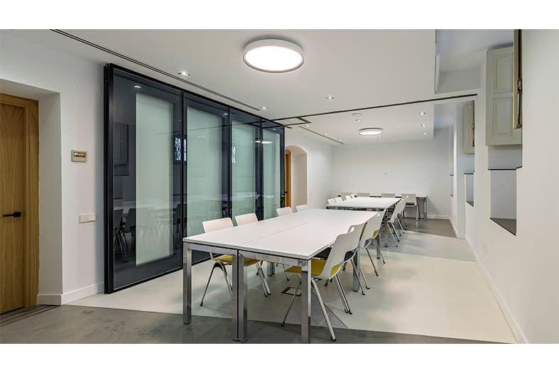 Diseño, reforma e implantación de oficinas para asociación de perfumería en Barrio de Chueca, Madrid (4)