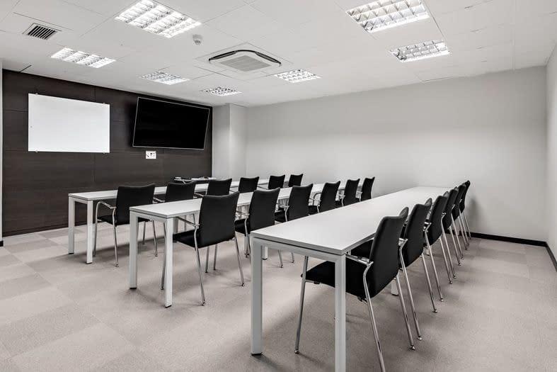 Antana reforma oficinas Esfera sala de formación